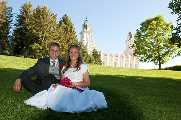 mormon-couple-temple-wedding